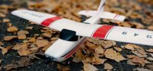 Самолет на радиоуправлении для детей. Как выбрать